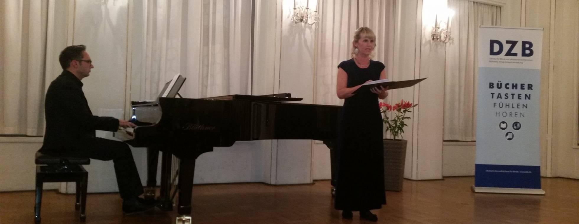Gerlinde Sämann und Bernd Jung am Klavier